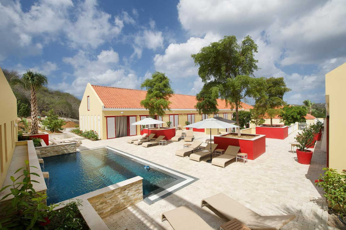 Bayside Boutique Hotel, Pool and Yard View