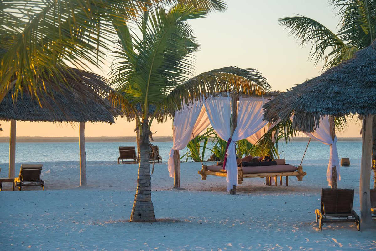 Konoko Beach Resort, Zanzibar, Beach Lounge